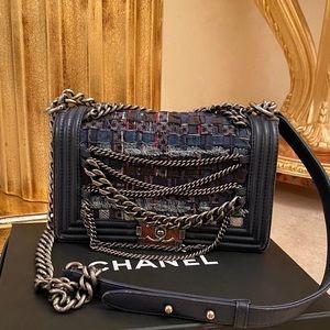 Chanel boy new medium
